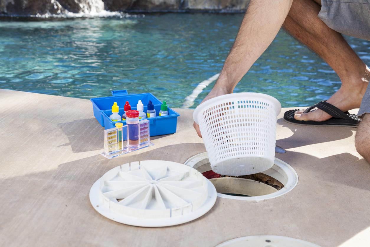Cleaning filter basket